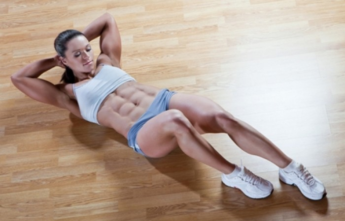 Fit lady doing ab crunches