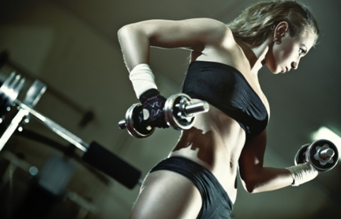 bikini competitor training arms