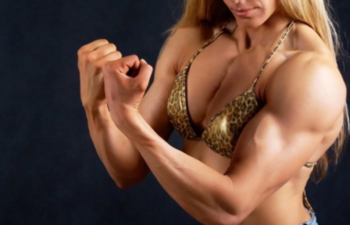 female bodybuilder flexing cheat muscles